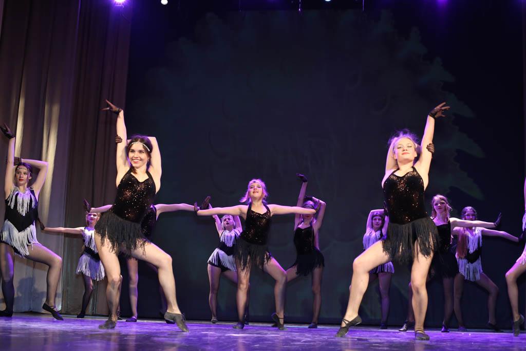 Народный коллектив модельно-танцевальная «Школа движений»