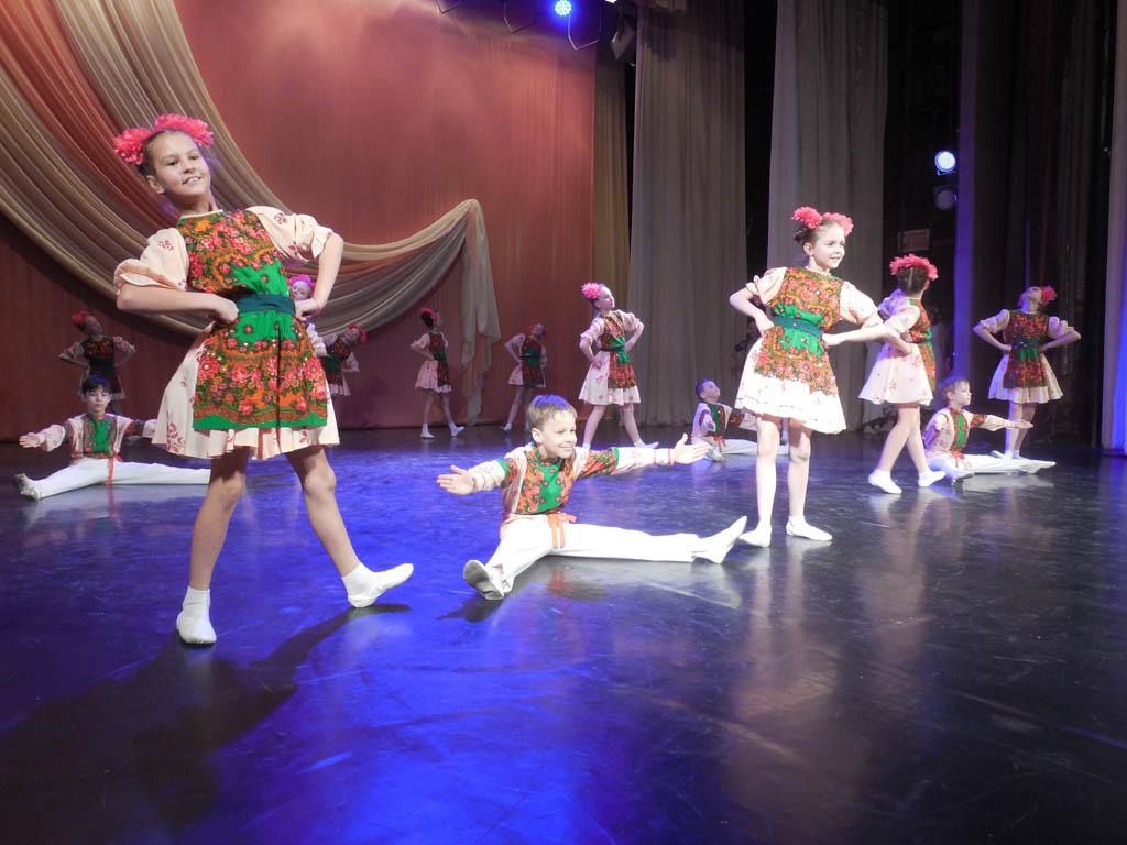 Смотр-конкурс народного танца «Волжский перепляс» в ДК «Россия»