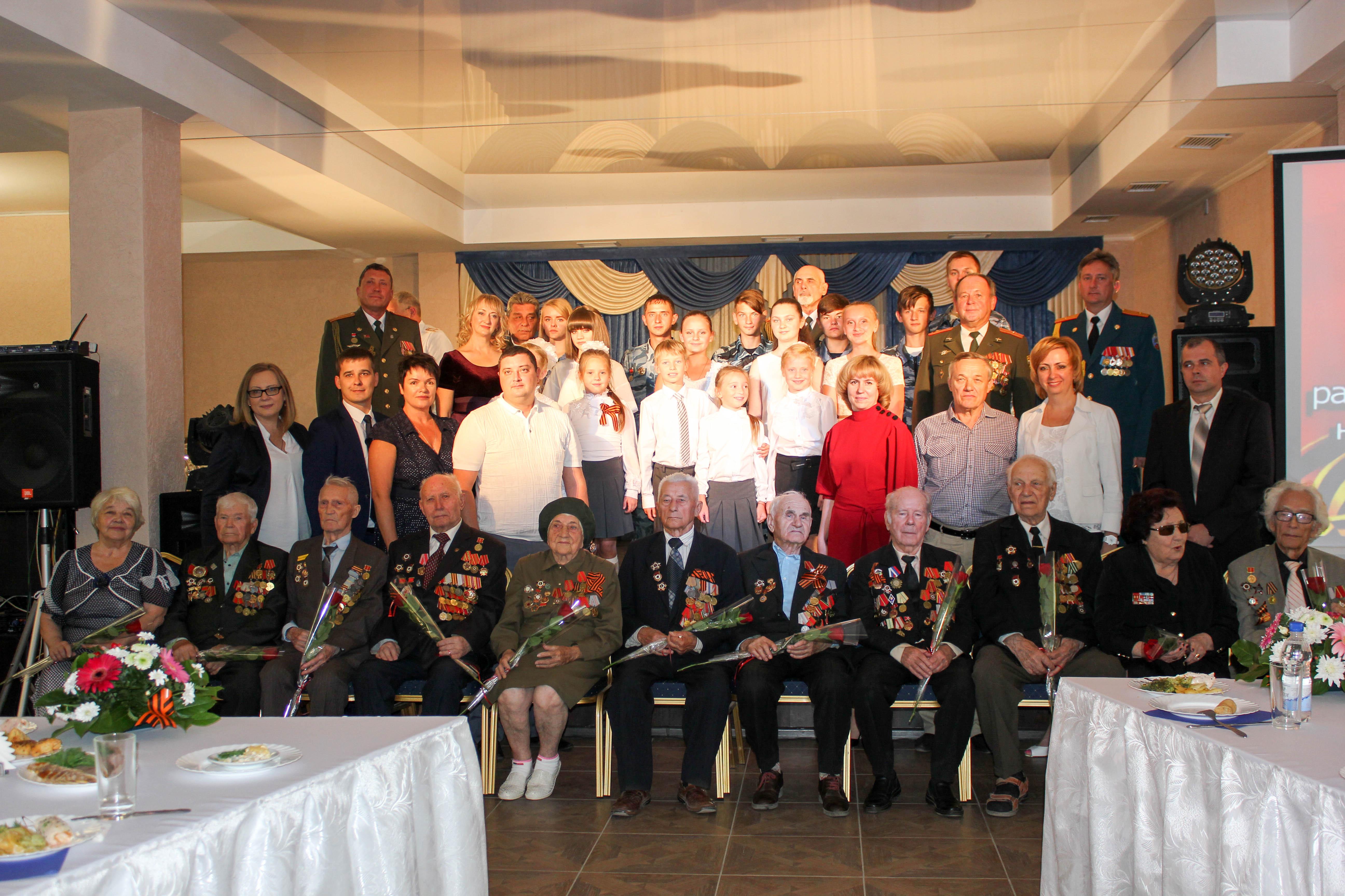 Коллективы ДК «России» поздравили ветеранов с 75-й годовщиной разгрома советскими войсками немецко-фашистских войск в Курской битве