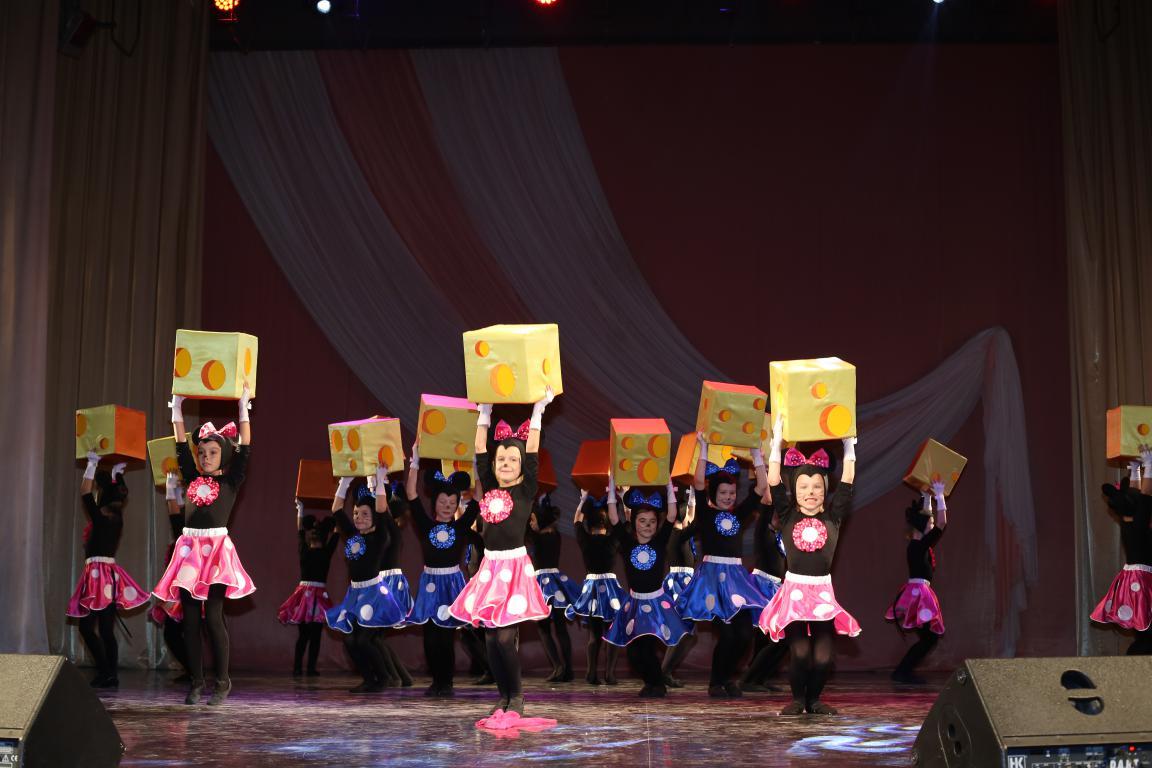 Праздничный концерт в ДК «Россия» ко Дню Матери