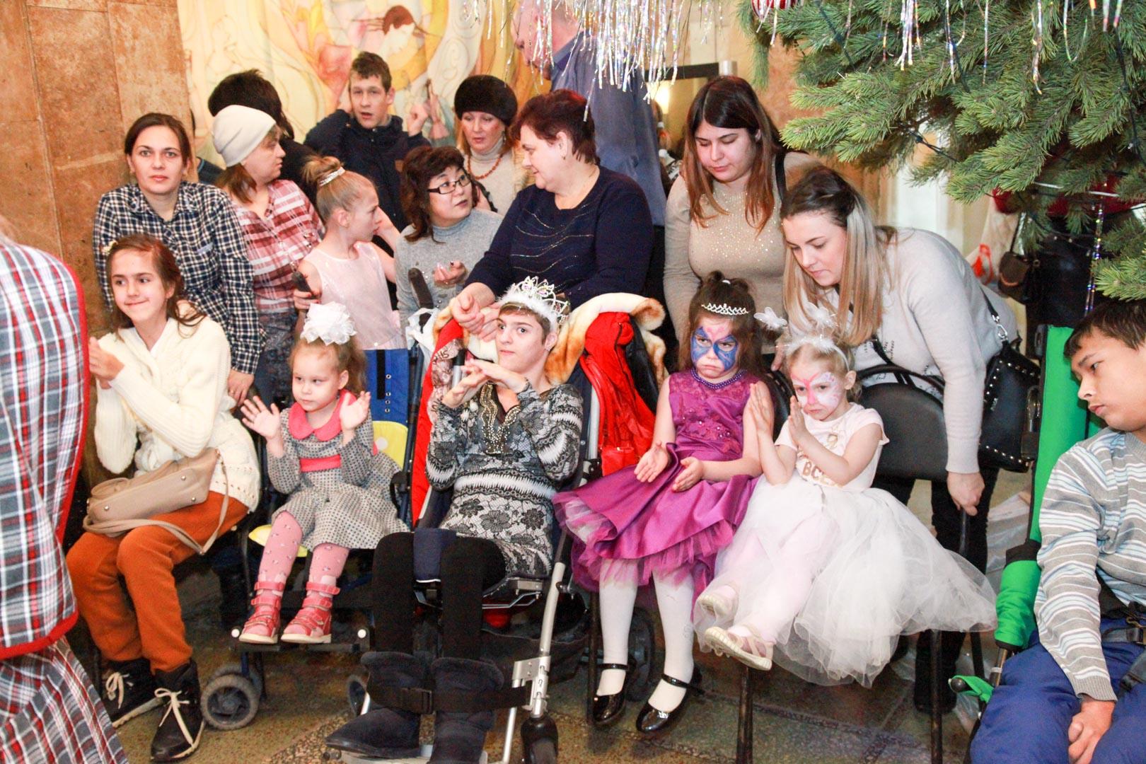 Новогодняя елка в ДК «Россия» для детей с ограниченными возможностями здоровья