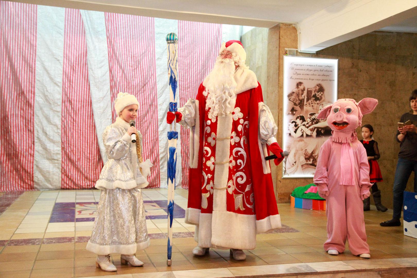 Новогодняя театрализованная шоу-программа «Пятачок на счастье» в ДК «Россия»