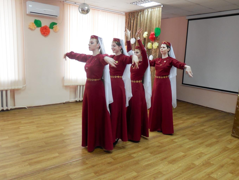 ДК «Россия» подарил праздник ребятам из интерната.