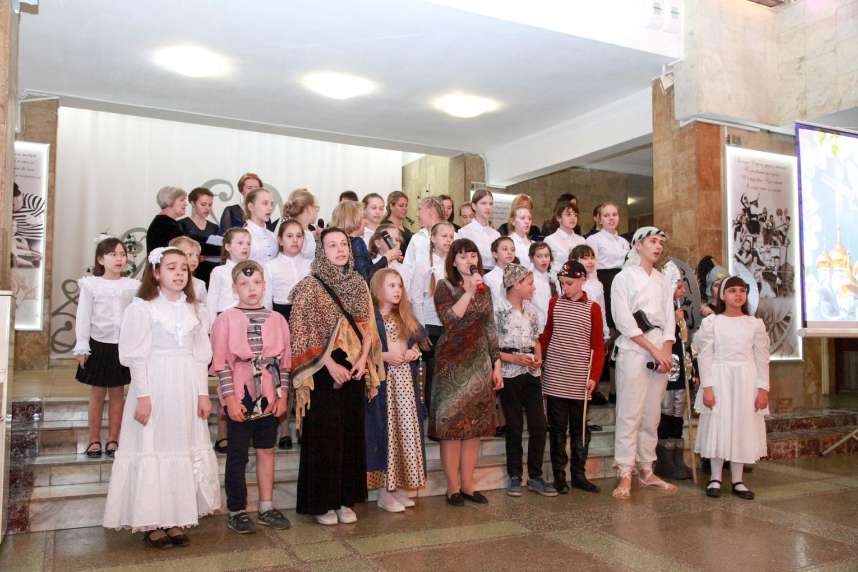 Концерт народных коллективов: вокального ансамбля «Старлайт» и детской хоровой капеллы «Молодые голоса России»