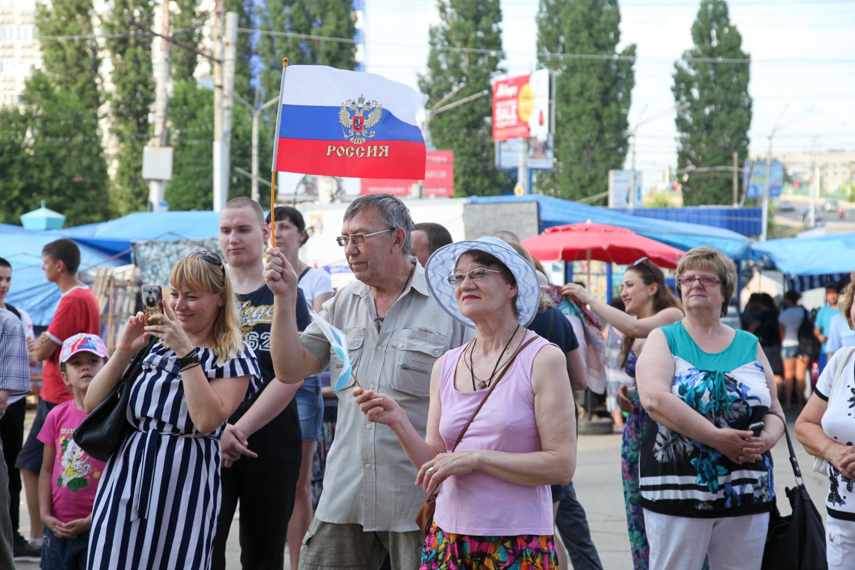 Праздничный концерт в День России на площади Ленина