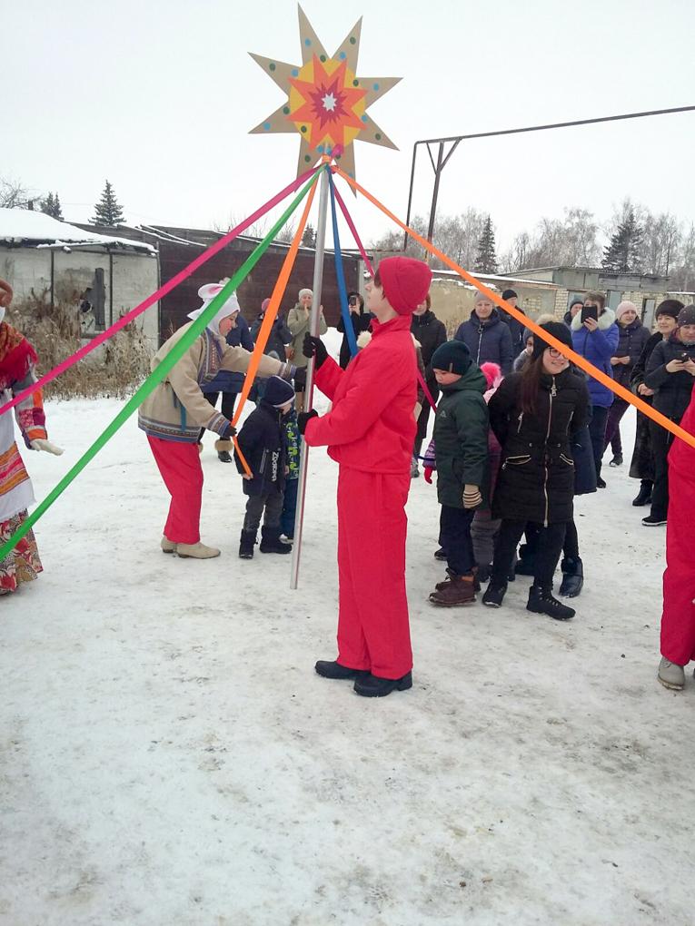 ДК «Россия» провела акцию «Рождественское чудо в каждый двор»