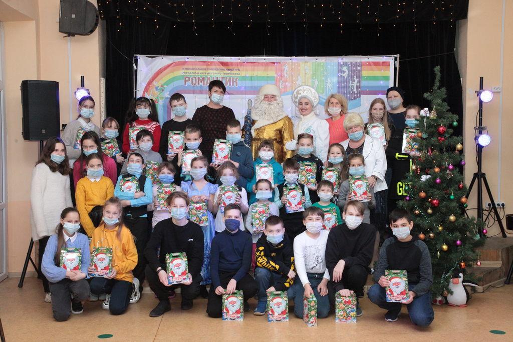 Поздравление с Новым годом талантливых ребят— участников Народного коллектива Театр кукол «Романтик»