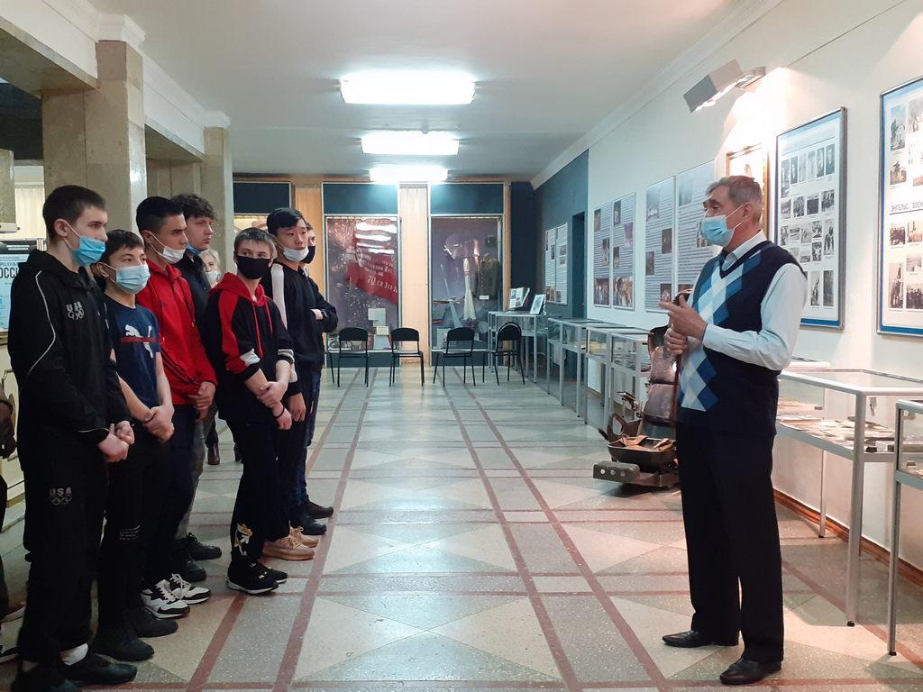Встреча-беседа студентов Саратовского техникума отраслевых технологий с ветераном космодрома Байконур